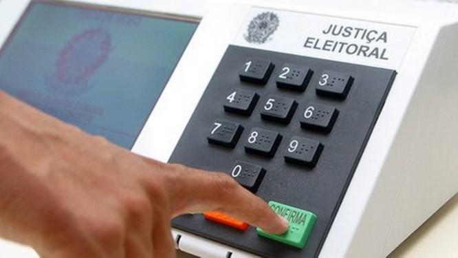 Resultado de imagem para foto de urna eleitoral
