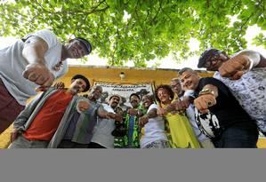 Na foto Dom Filô, da equipe Soul Grand Prix (camisa branca) e Mr Paulo Santos, o Paulão, da equipe Black Power (camisa verde) Foto: Roberto Moreyra