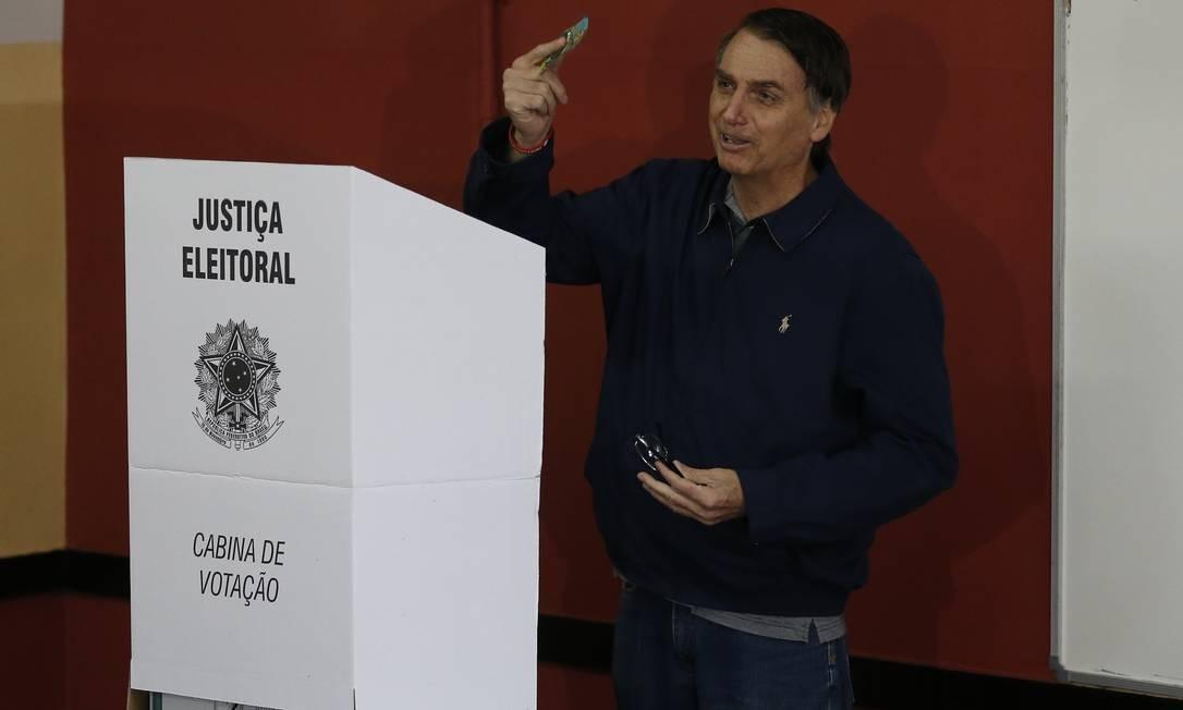 Bolsonaro (PSL) vota na Barra da Tijuca, no Rio Foto: Pablo Jacob / Agência O GLOBO