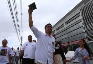O candidato Cabo Daciolo ao chegar para votar no Rio de Janeiro Foto: Fabiano Rocha / Agência O Globo