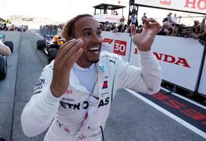Lewis Hamilton comemora após vitória em Suzuka Foto: ISSEI KATO / REUTERS