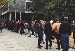 Fila para votação na embaixada brasileira em Berlim Foto: Reprodução