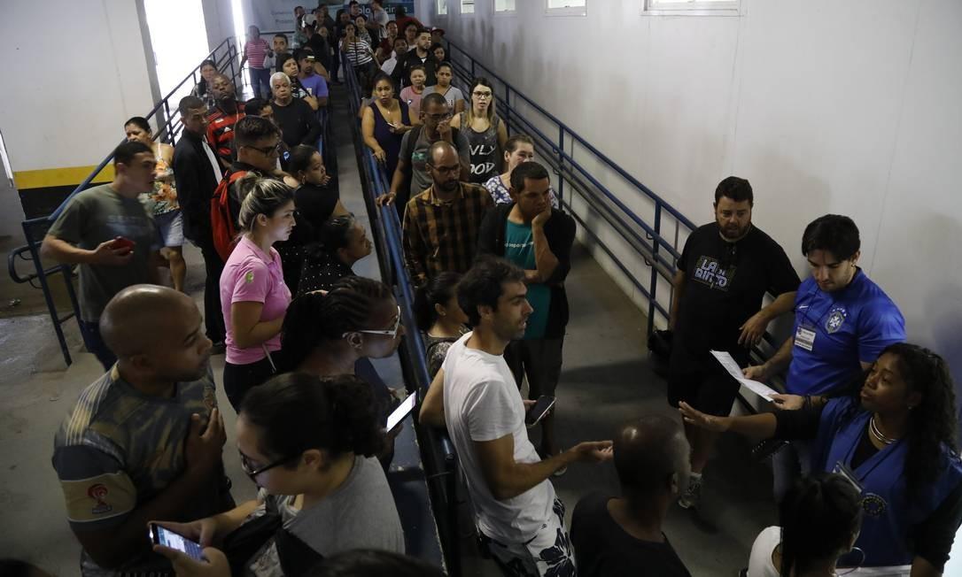 Avertura dos portões no Senac de Benfica. Fila e boca de urna na Rocinha. Foto: Custódio Coimbra / Agência O Globo