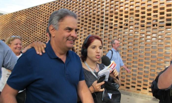 Aécio Neves chega para votar em Belo Horizonte Foto: Amanda Almeida/Agência O Globo