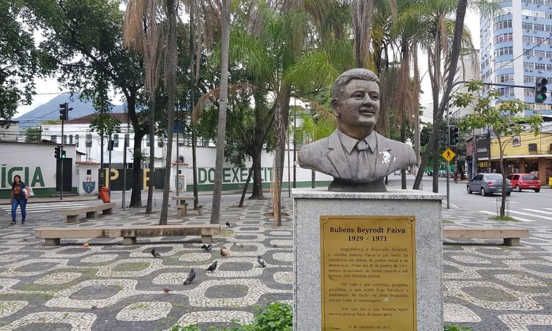 Os busto que presta homenagem à memória do deputado Rubens Paiva Foto: Juliana Dal Piva / Época