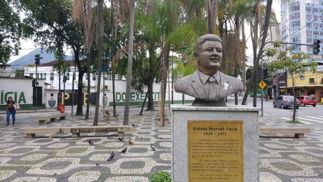 O busto que presta homenagem à memória do deputado Rubens Paiva Foto: Juliana Dal Piva / Época