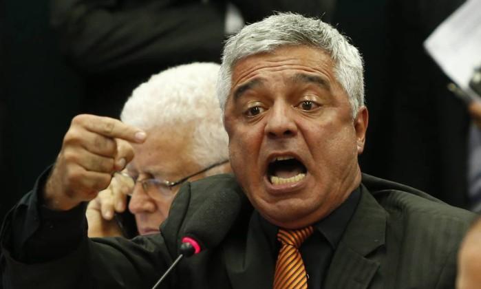 O deputado Major Olimpio durante discurso na comissão da Câmara sobre o relator deputado Arthur Maia ter retirado do texto da reforma da Previdência os guardas penitenciários Foto: Ailton de Freitas / Agência O Globo