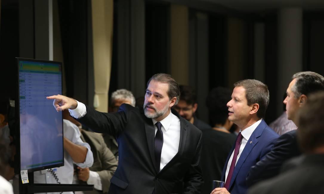 O presidente do STF, Dias Toffoli, visita o Centro Integrado de Comando e Controle Foto: Ailton Freitas/Agência O Globo
