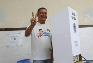 O governador da Bahia, Rui Costa, ao votar em Salvador Foto: Reprodução/Facebook