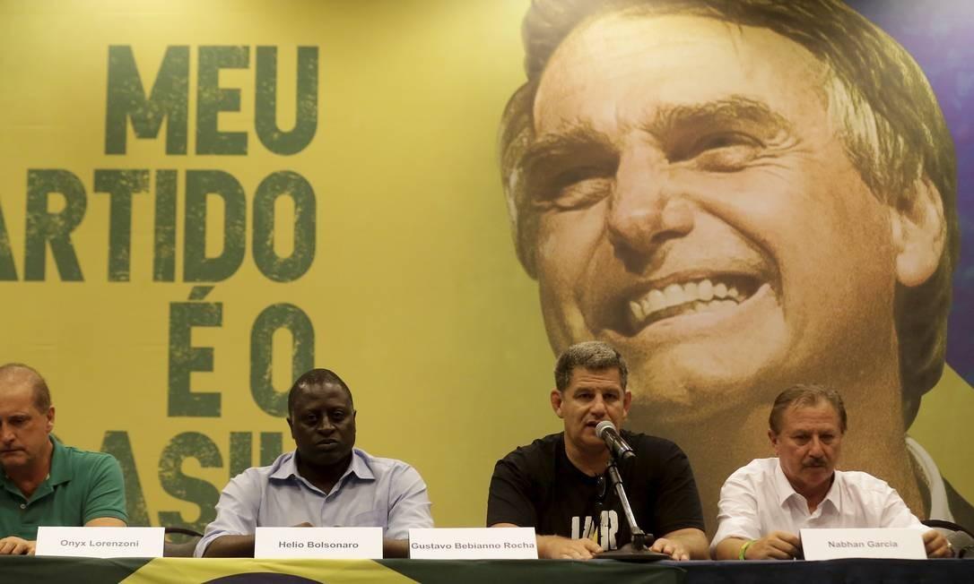 Onyx Lorenzoni, Hélio Bolsonaro, Gustavo Bibianno Rocha e Natan Garcia durante coletiva do PSL, partido de Bolsonaro. Foto: MARCELO THEOBALD
