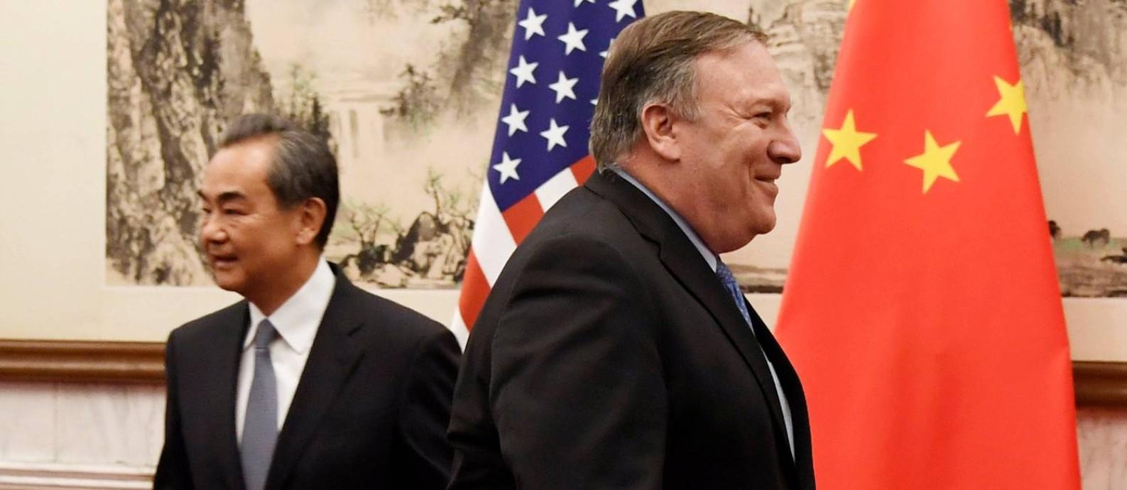 Wang e Pompeo: discórdia entre países expressa claramente em entrevista coletiva Foto: POOL / REUTERS