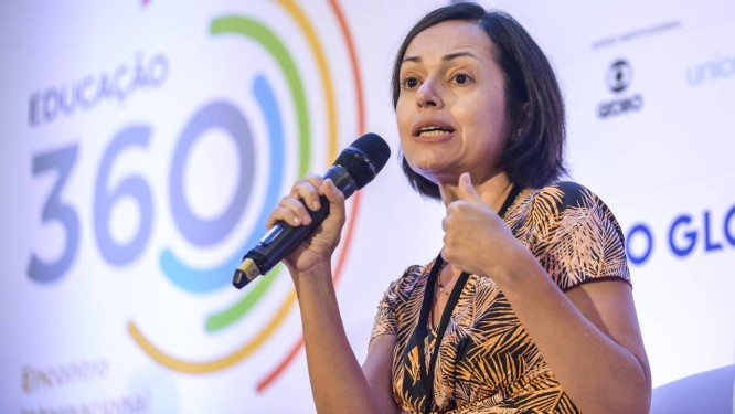 Patricia Mota Guedes defende o desenvolvimento dos docentes Foto: Fabio Cordeiro