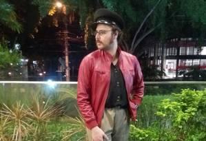 Rommel Werneck, o Febo, posa na entrada do Shopping Frei Caneca, em São Paulo Foto: Danilo Thomaz