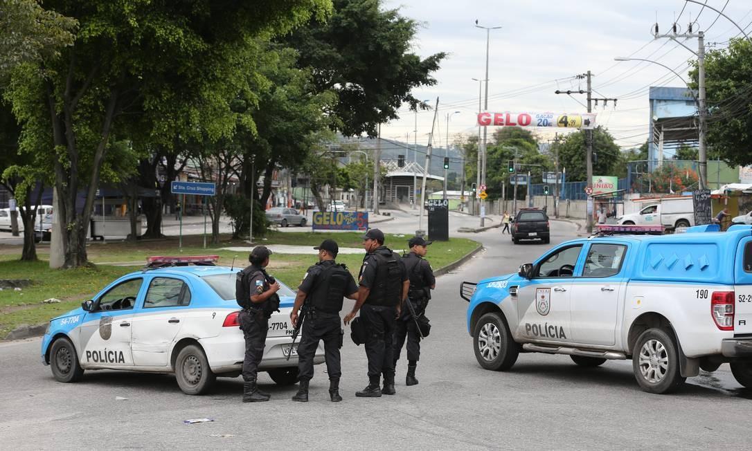 Guerra entre milicianos e traficantes na favela da Rola, em Santa Cruz. Foto: Marcia Foletto / Agência O Globo