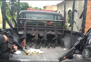 Quatro dos fuzis apreendidos na comunidade do Rola, em Santa Cruz Foto: Divulgação/PM