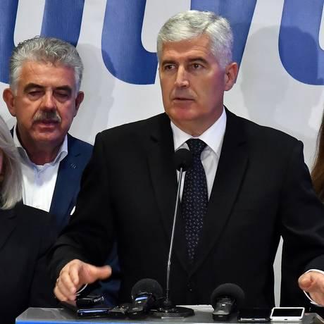 Dragan Covic, político pró-Rússia, fará parte de Presidência tríplice na Bósnia e Herzegovina Foto: ELVIS BARUKCIC / AFP