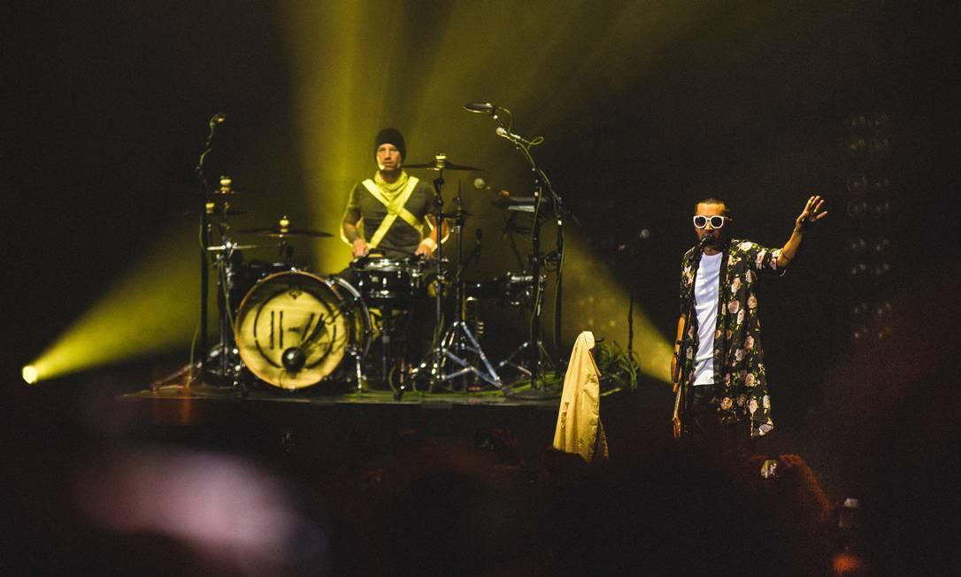 A dupla americana Twenty One Pilots, durante show em Londres Foto: Adam Elmakias / Divulgação