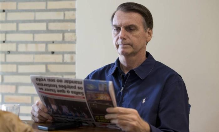 O candidato do PSL Jair Bolsonaro em sua casa, na Barra da Tijuca, Rio de Janeiro Foto: Márcia Foletto / Agência O Globo