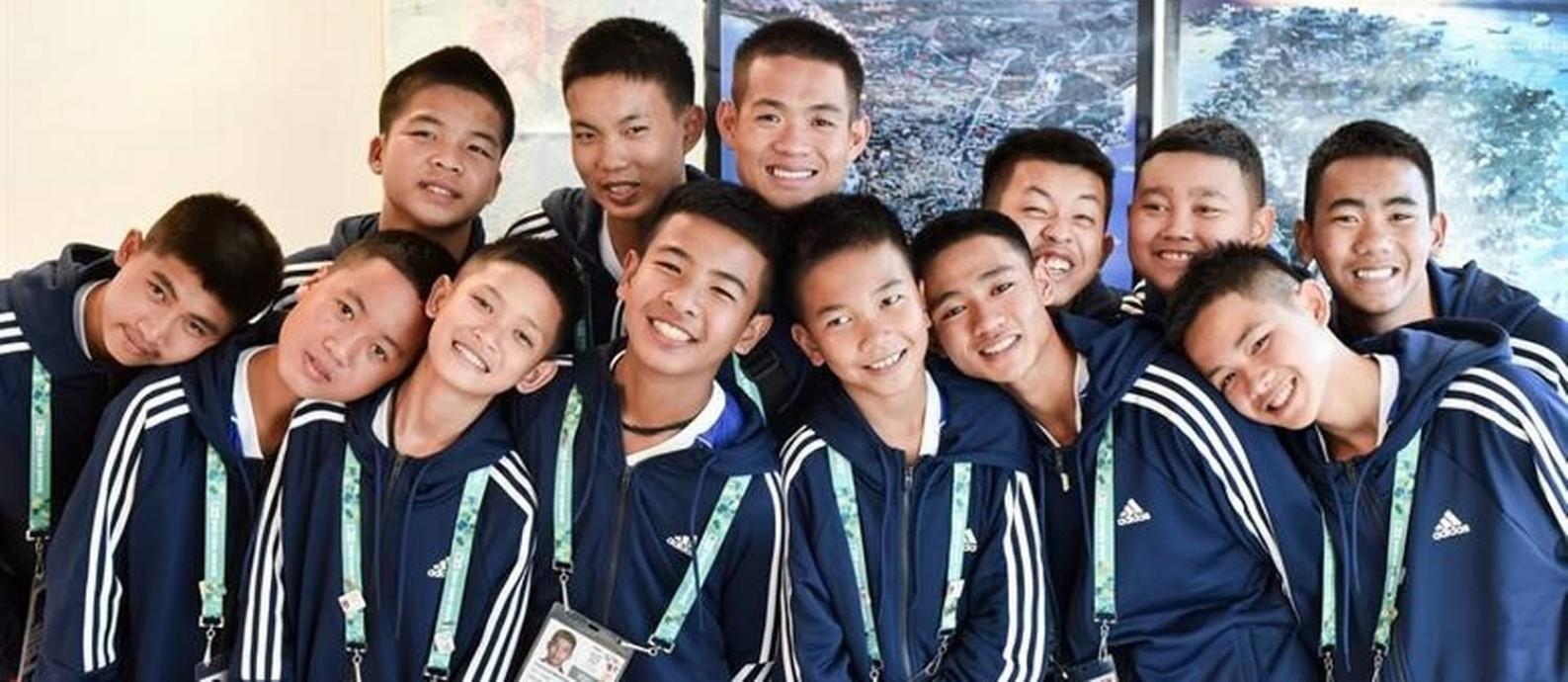 Os meninos tailandeses que ficaram presos em uma caverna e seu treinador: viagem à Argentina Foto: Alejandro Guyot/La Nación/GDA