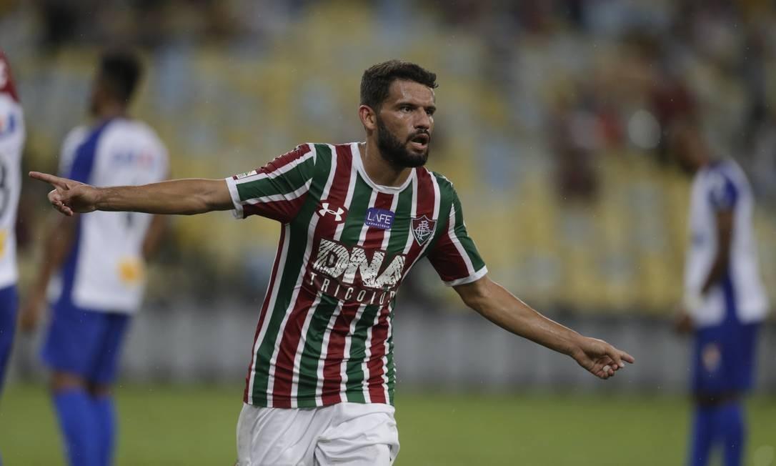 Jadson comemora o primeiro gol na goleada do Fluminense Foto: MARCELO THEOBALD / MARCELO THEOBALD