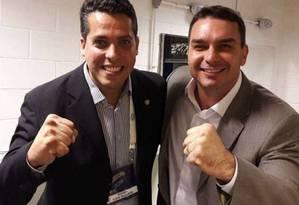 O advogado Rodrigo Amorim, deputado estadual eleito, e o senador eleito Flávio Bolsonaro (à dir.) Foto: Reprodução