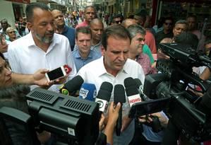 Eduardo Paes foi a Belford Roxo, na Baixada Fluminense Foto: Marcio Alves / Agência O Globo
