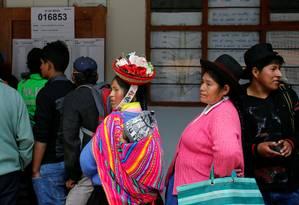 Eleitores peruanos fazem fila para votar Foto: JANINE COSTA / REUTERS