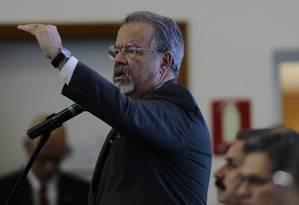 O ministro da Segurança Pública, Raul Jungmann, no centro de operações de segurança para eleições 2018 Foto: Jorge William / Agência O Globo 04-10