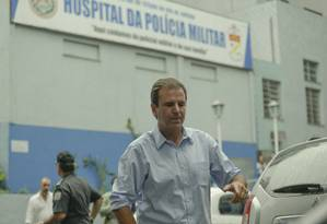 Eduardo Paes visita o Hospital Central da PM, no Estácio Foto: Gabriel de Paiva / Agência O Globo