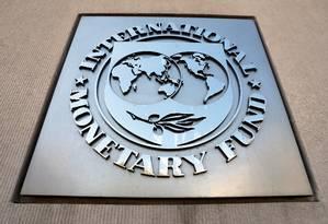 Logotipo do FMI na sede do organismo em Washington Foto: Yuri Gripas / Reuters