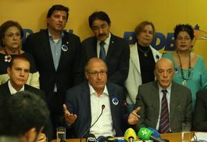 Geraldo Alckmin anuncia que o partido decidiu liberar os seus filiados no segundo turno Foto: Ailton de Freitas / Agência O Globo