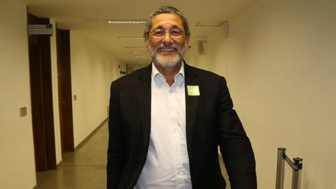 O ex-presidente da Petrobras Sergio Gabrielli nos corredores do Senado Foto: Aílton de Freitas/Agência O Globo/22-02-2016