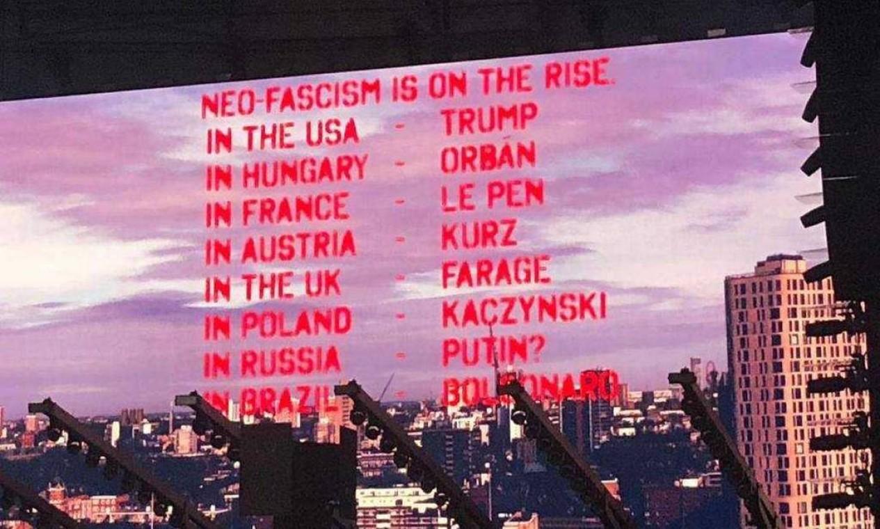 Telão mostrou exemplos de países e líderes políticos onde o neofascismo estaria em ascensão Foto: Alessandro Giannini / Agência O Globo