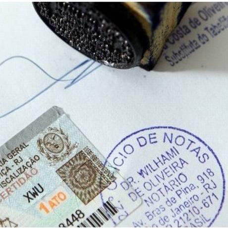 Lei dispensa firma reconhecida e autenticação Foto: Arquivo - Agência O Globo