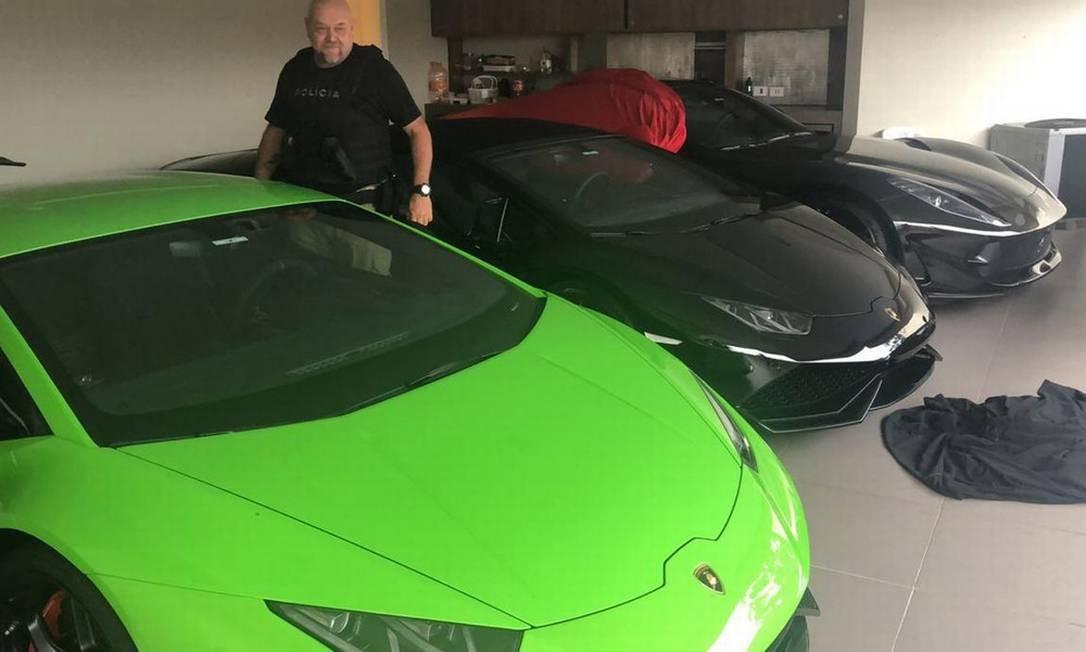 Carros de luxo foram apreendidos em operação contra esquema de R$400 milhões Foto: Divulgação/Deic
