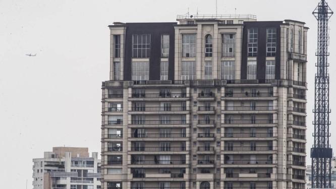 Cobertura de luxo avaliada em R$ 70 milhões e atribuída a vice-presidente da Guiné Equatorial foi alvo de busca da PF Foto: Edilson Dantas / Agência O Globo