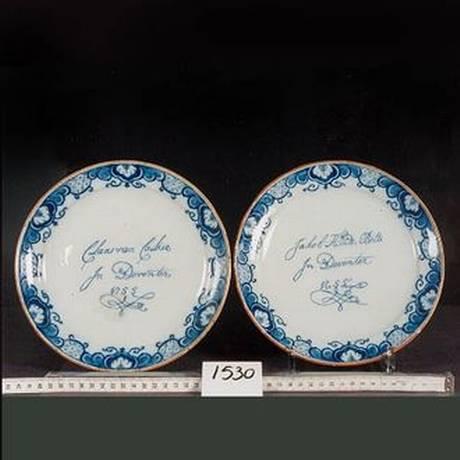 Pratos adquiridos em 1942 pelo Museu Historisch Deventer. Não há registros do motivo pelo qual a família Cohen, proprietária original, se separou das peças Foto: Museum Vereniging