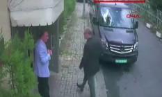 O momento em que Kashoggi chega ao consulado, no dia 2 de outubro, mostrado em vídeo, Foto: - / AFP