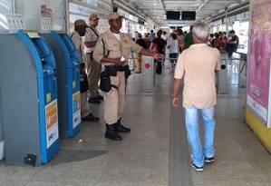 Guarda Municipal retoma fiscalização contra calote no BRT Foto: Custódio Coimbra / O Globo