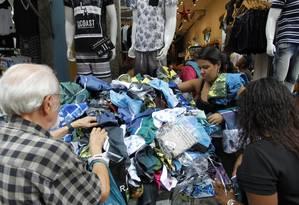 Lojas da Saara, no Centro do Rio, ficarão fechadas na sexta e na segunda-feira Foto: Pedro Teixeira / Agência O Globo