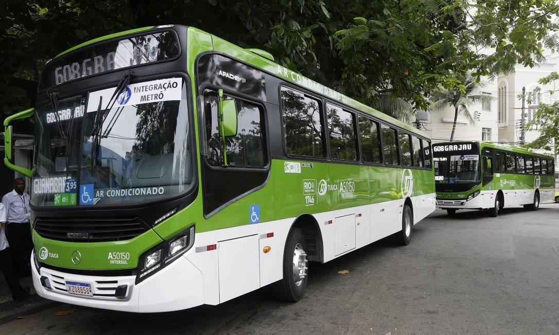 Vinte veículos fazem parte da frota que vai servir as linhas 226 e 608 Foto: Gustavo Miranda / Agência O Globo