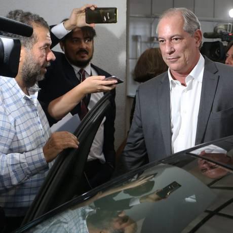Ciro Gomes deixa a reunião da Executiva Nacional do PDT Foto: Ailton de Freitas / Agência O Globo