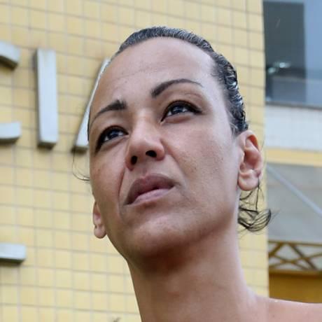 A transexual Julyanna Barbosa registrou ocorrência na 53ª DP (Mesquita) Foto: Guilherme Pinto / Agência O Globo