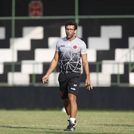 Alberto Valentim tenta evitar a quarta queda do Vasco no Brasileiro Foto: Rafael Ribeiro / Rafael Ribeiro/vasco.com.br