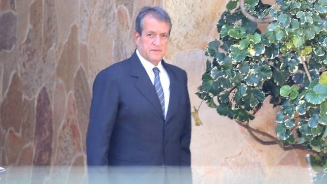 O ex-deputado federal, Valdemar Costa Neto, na porta da residência oficial da Câmara dos Deputados Foto: Ailton de Freitas / Agência O Globo