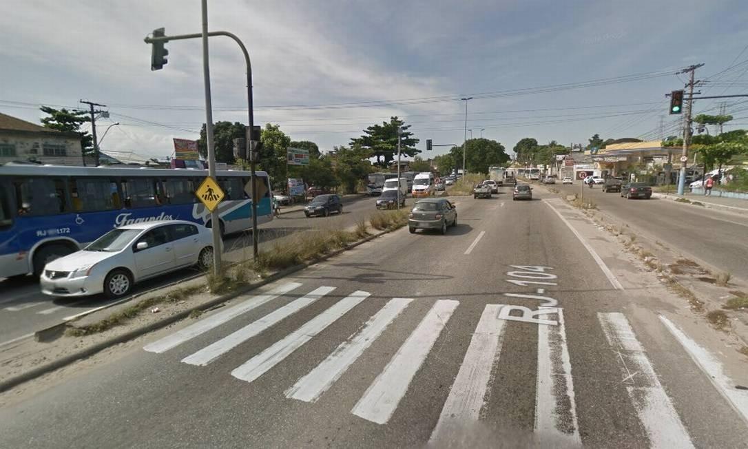 A Rodovia RJ-104, na altura do Jardim Catarina Foto: Google Street View / Reprodução