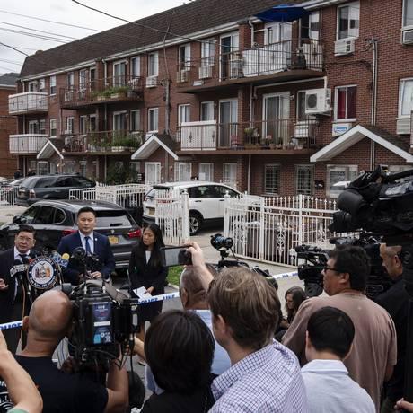 O conjunto de residências onde ocorreu o crime, no Queens, em Nova York Foto: KARSTEN MORAN / NYT