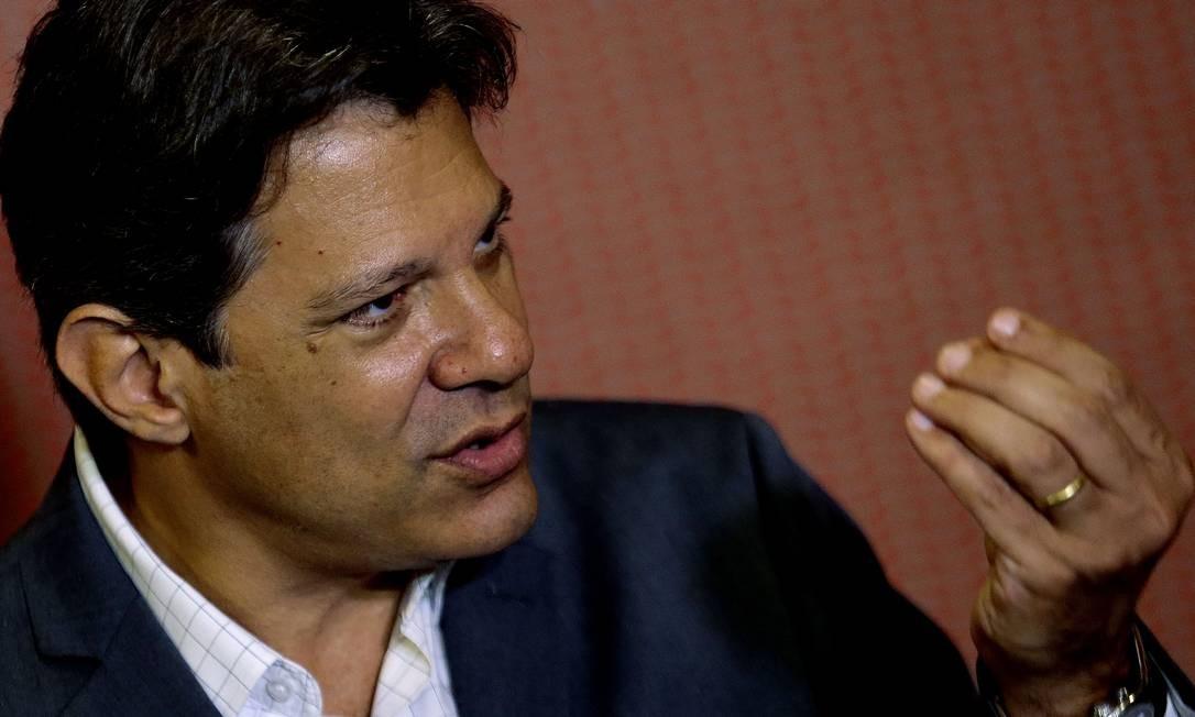 O candidato do PT à Presidência , Fernando Haddad, durante entrevida após encontro na CNBB Foto: Jorge William / Agência O Globo