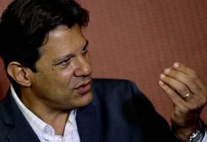 O candidato à Presidência da República, Fernando Haddad, durante entrevida após encontro na CNBB Foto: Jorge William / Agência O Globo