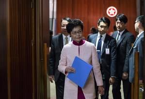 Carrie Lam, presidente-executiva do governo de Hong Kong, após presidir reunião anual sobre diretrizes da política Foto: Bloomberg